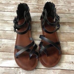 American Eagle flat sandals